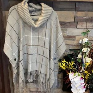 Grey and brown poncho ❤️
